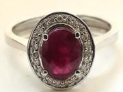 Золотое кольцо с прекрасным натуральным рубином и бриллиантами.
