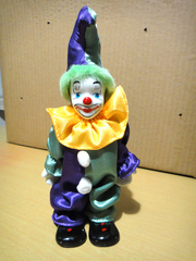 статуэтка клоун,  фарфор,  ткань